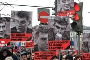 俄罗斯民众游行纪念遭枪杀反对党领袖