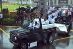 李光耀国葬举行 新加坡民众沿途冒雨送别