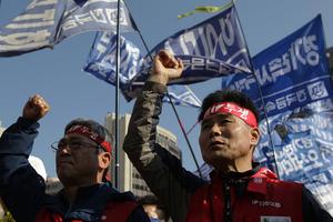 韩民众罢工反对劳动市场改革