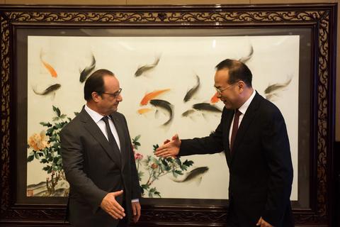 2015年11月2日,重庆,法国总统奥朗德与重庆市委书记孙政才会晤。 JOHANNES EISELE/视觉中国