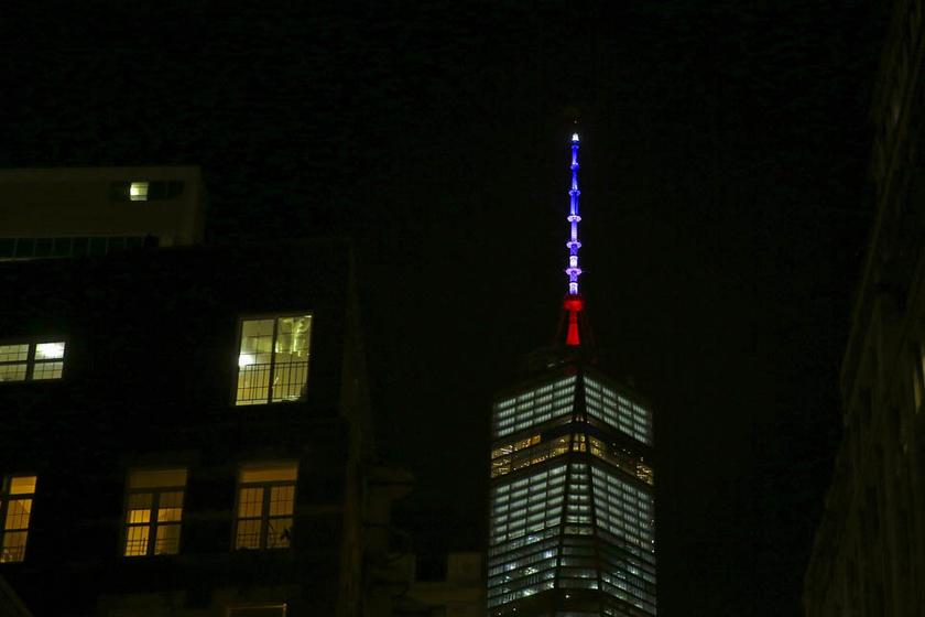 吉林市夜巴黎_多国地标点亮法国国旗色灯光 悼念巴黎恐袭遇难者_图片频道_财新网