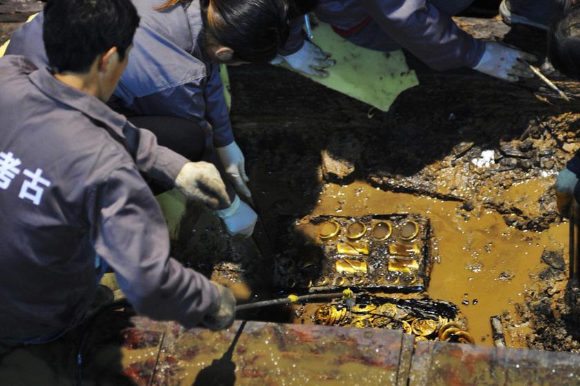 古墓挖出黄金堆图片