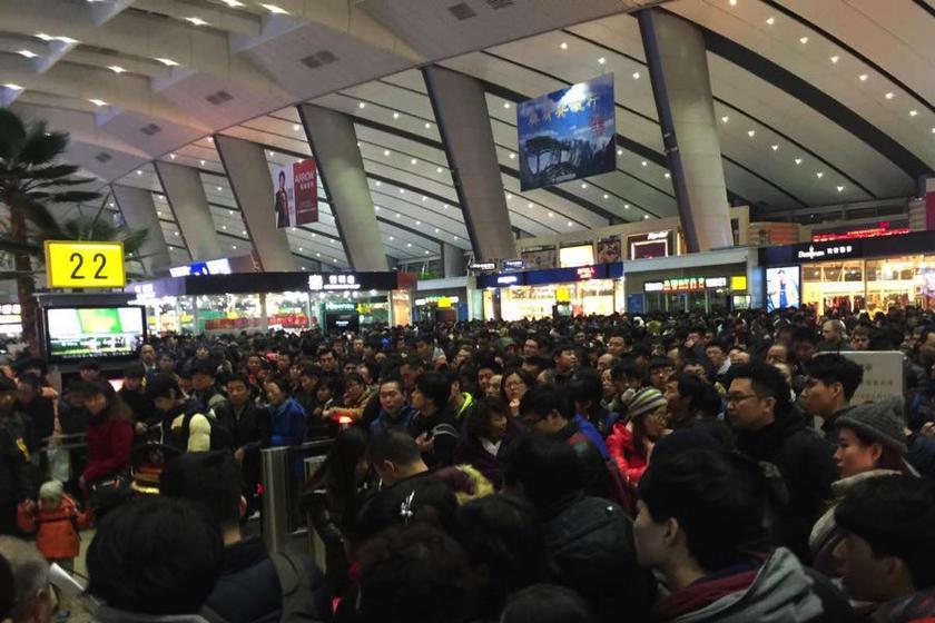 北京大雪致高铁延误航班取消