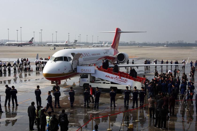 首架国产新支线飞机arj21交付成都航空_图片频道_财