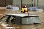 英国北部遭罕见洪灾致数千家庭断电