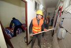 北京一地下室隔成270多户群租房 被强制拆除