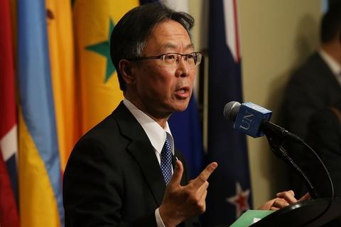 日本常驻联合国代表吉川元伟在会议召开前对媒体发言。