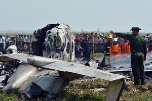 """""""缅甸一架军用飞机在首都坠毁"""