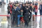 两会在即 太原进京乘客进行二次安检