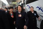连任62年人大代表 申纪兰随团抵京