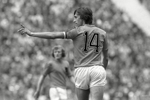 前荷兰足球巨星克鲁伊夫逝世 享年68岁