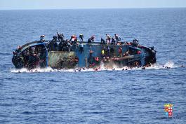 利比亚难民船倾覆 韩国举行发呆大赛