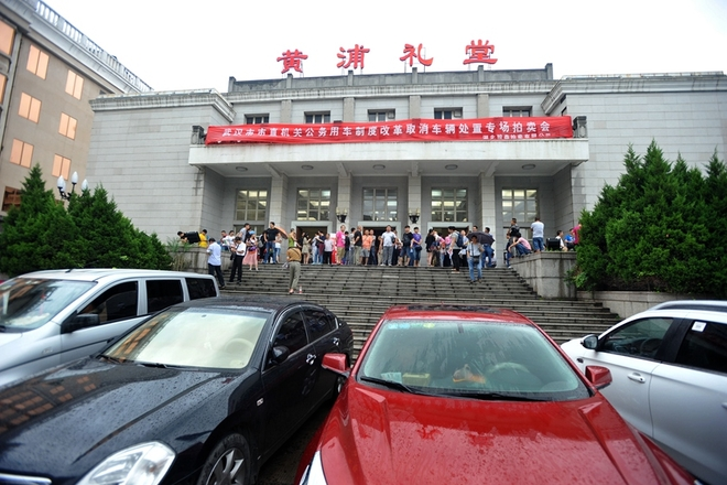 武汉218辆公车拍卖 成交总价近千万