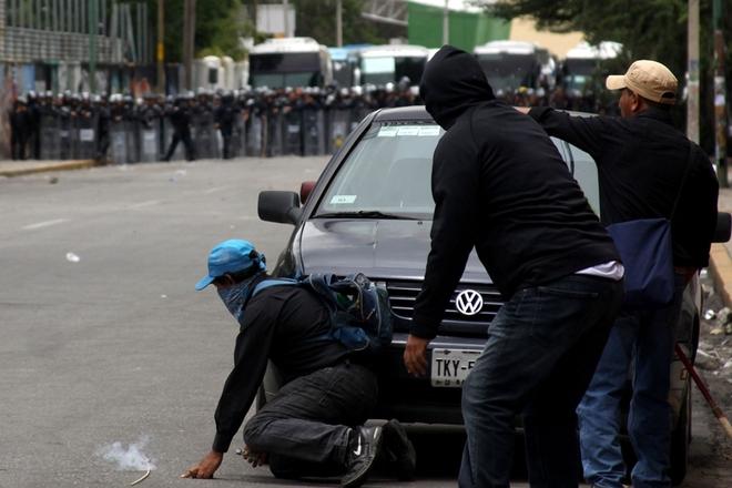 墨西哥示威教师与警方冲突 已致6人死亡