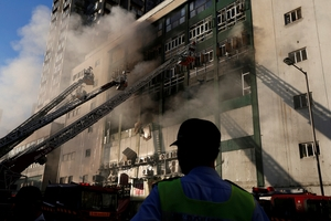 香港迷你仓火灾 两名消防员殉职