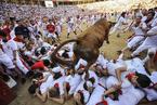 西班牙奔牛节险象环生