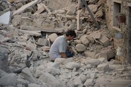 一周天下:意大利强震致267人遇难