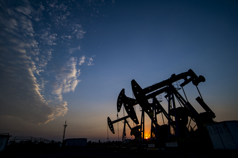 【周三国际市场回顾】油价跌至10个月新低 能源股拖累美股
