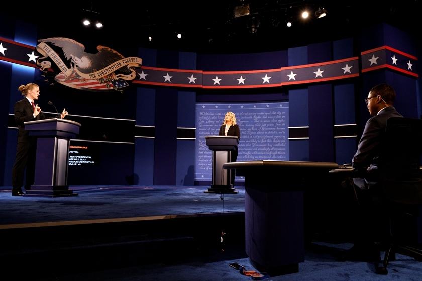 美国大选首场辩论将举行 会场布置就绪
