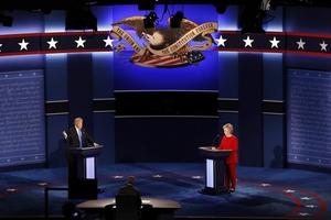 美国大选首场辩论 希拉里特朗普正面交锋