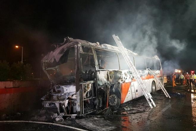 韩国蔚山一旅游大巴起火 已致10人死亡
