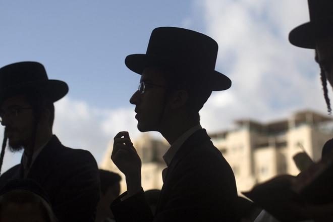 以色列迎来住棚节 大批犹太人齐聚哭墙下祈祷