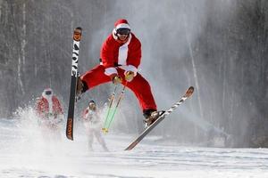 全世界的圣诞老人都出街了