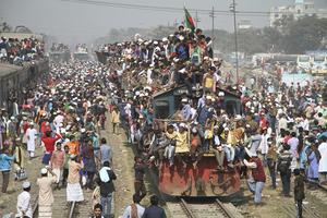 孟加拉国穆斯林结束集会 民众搭火车离开