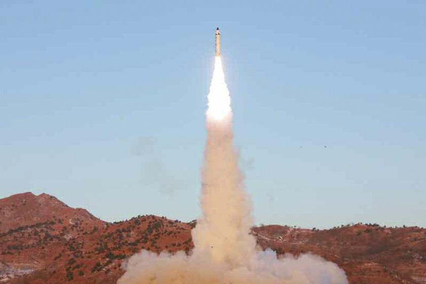 朝媒称中程弹道导弹试射大获成功