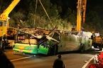 台湾一辆载44人的游览车翻覆 34人遇难