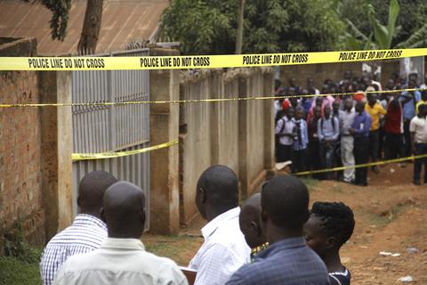 当地时间2017年2月15日,乌干达坎帕拉,乌干达警方当天在一栋住宅中发现两名中国籍女性的尸体,她们分别是33岁的Ren Ju与34岁的Sang Weng Wa,两人5天前被报失踪。图自东方ic