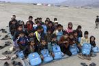 阿富汗难民营里的求学梦 一张地毯铺就一个课堂