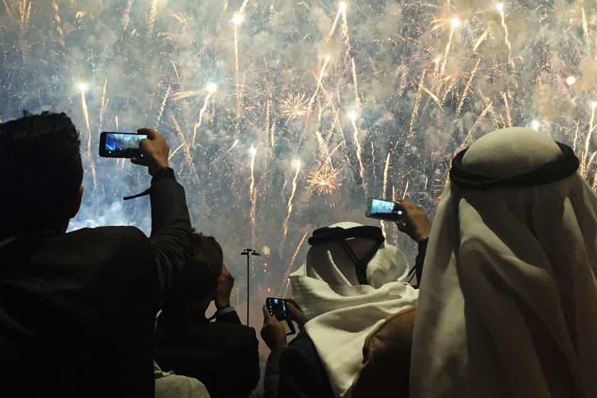 特朗普高尔夫俱乐部迪拜开业 烟花闪耀隆重庆祝