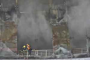 江西南昌市红谷滩一酒店发生火灾