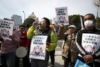 """安倍深陷""""地价门"""" 日本民众示威要求其辞职"""