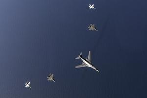 美军战略轰炸机现身朝鲜半岛上空
