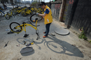 成都:共享单车受损 维修工人每天要修理近百余辆