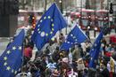 """英国正式启动""""脱欧""""程序 引发民众集会抗议"""