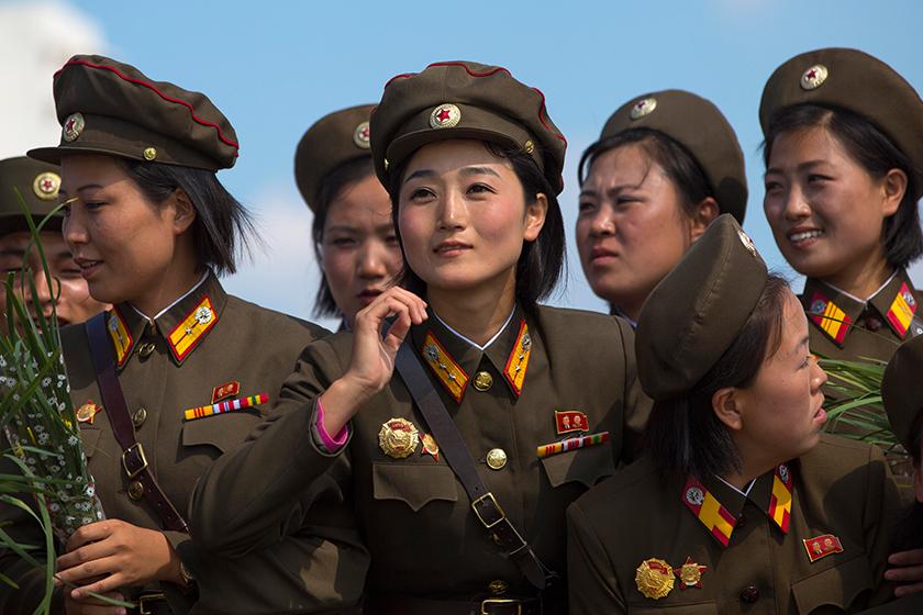 """法国摄影师记录朝鲜年轻军人""""另一面"""""""