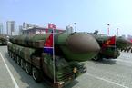 朝鲜大阅兵 韩方称出现疑似新型洲际导弹