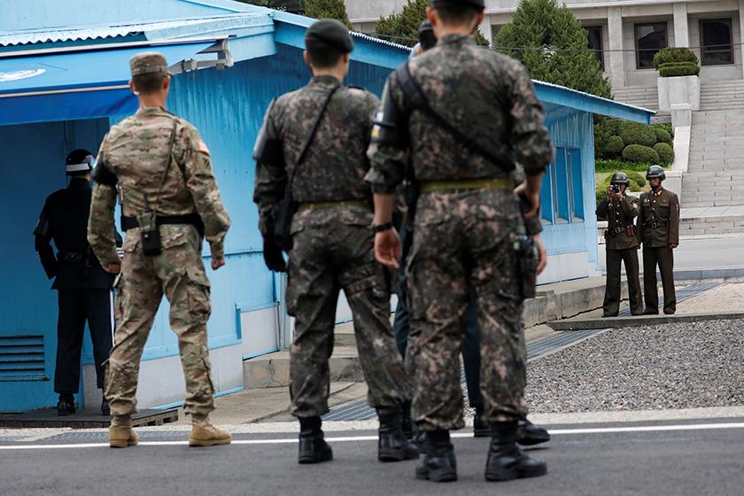 美国副总统彭斯访问朝韩非军事区