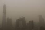 北京遭遇沙尘暴 PM10浓度上2000