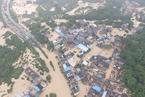 广州突降特大暴雨 轿车几乎被淹没