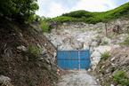 辽宁:600吨巨型玉石曾轰动一时 如今深锁山中