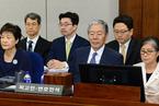 朴槿惠出席首次公审 庭上与崔顺实无眼神交流