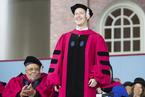 扎克伯格辍学13年重返哈佛 获荣誉法学博士学位