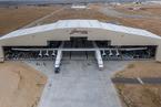全球最大飞机下线 双机身设计计划用于火箭发射