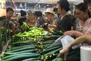 北京暴雨天气来临前 市民超市采购忙