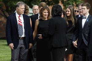 于朝鲜获释的美国大学生的葬礼举行