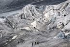 瑞士为阿尔卑斯山最古老冰川盖毯子 防止其融化